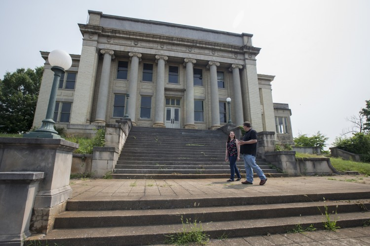 History professor Gerry Sherayko and Samantha Strickler ''17 visit the old Jones Memorial Library building on Rivermont Avenue.