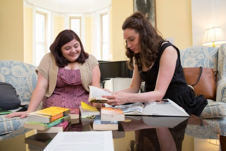 Marianne Virnelson '17 and theatre professor Stephanie Earl meet to discuss Shakespeare plays during Summer Research.