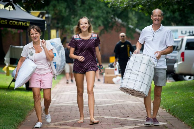 New students move in