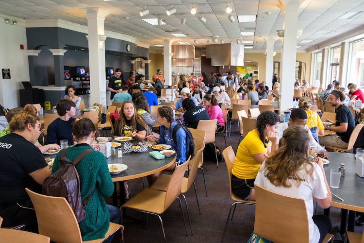 Students eating lunch in Cheatham Dining Hall