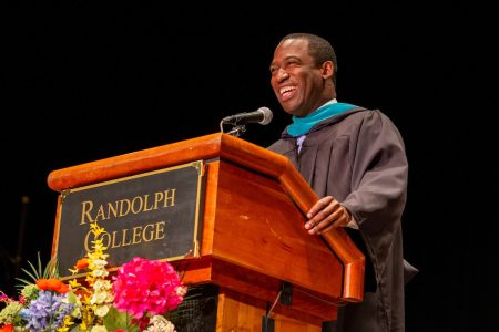 Mayor Levar M. Stoney gives his Commencement address