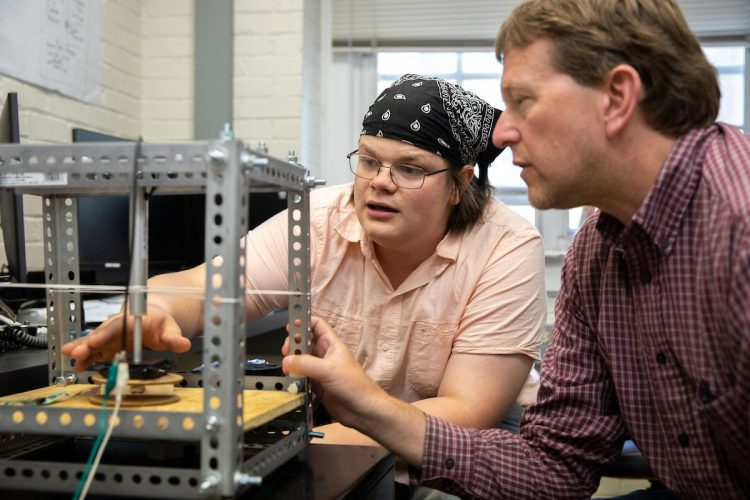 Leif Kvarnes and professor Peter Sheldon build a machine to test the durability of antimicrobial surface samples