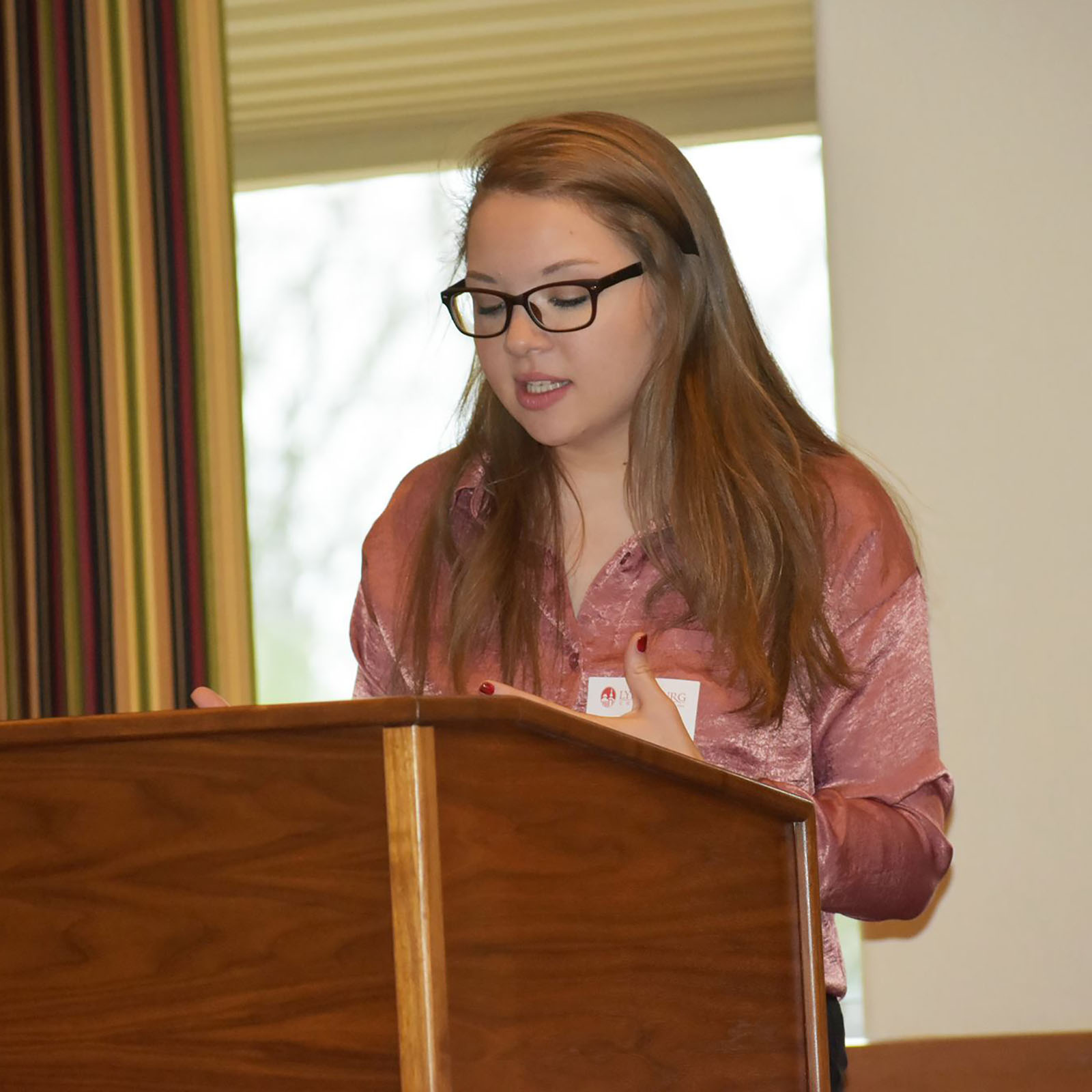 Alexandra Wieczorek presents her original research at a conference.