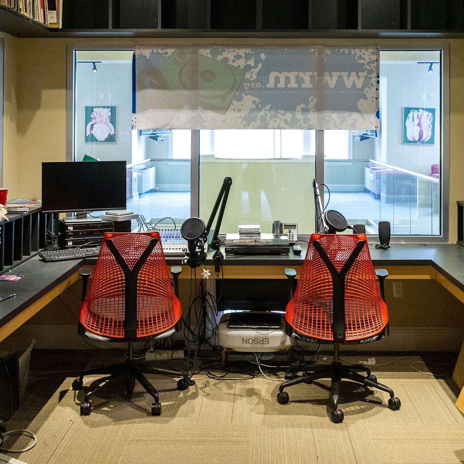 W W R M - The Worm radio studio