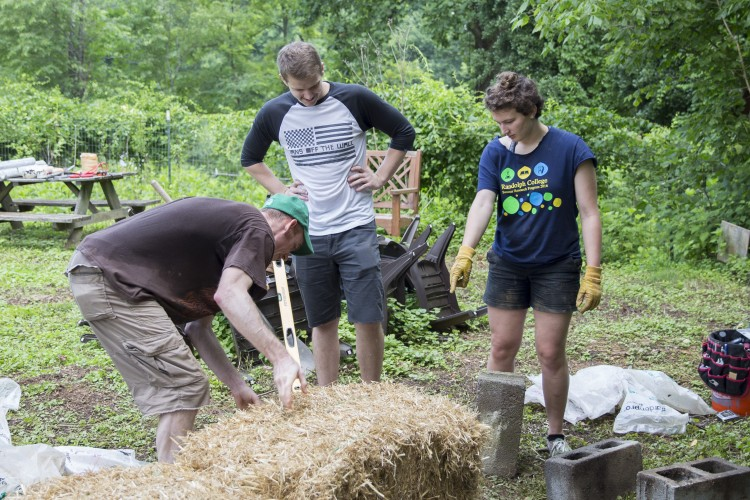Jessy Spencer '18 oversees the construction of a straw bale bench made at a workshop last week.